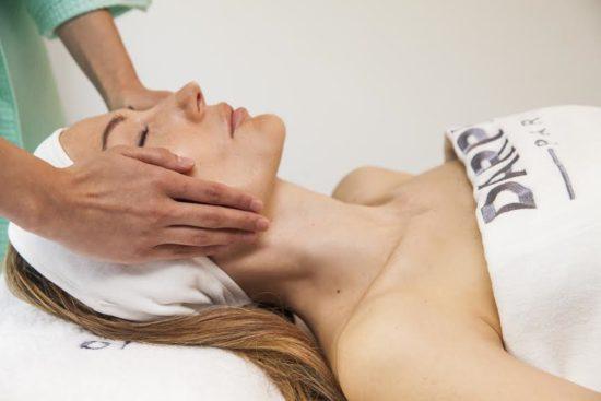Коя е най-подходяща терапия за лице през лятото?