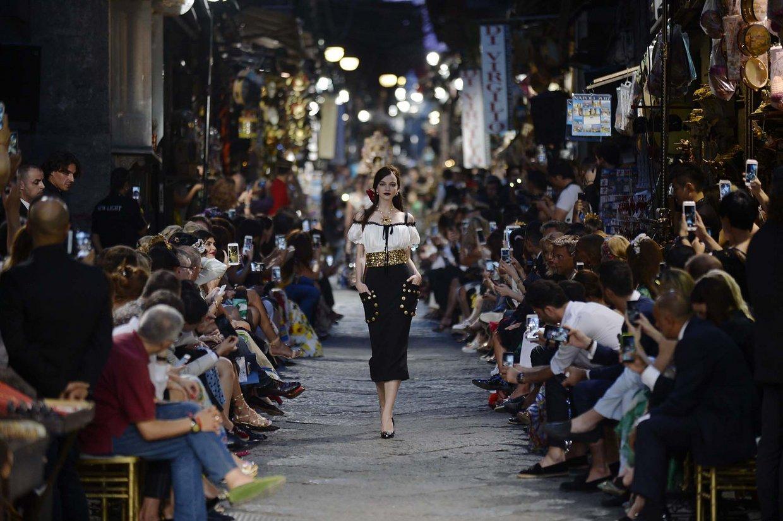 Dolce&Gabbana празнуват Неапол с ревю
