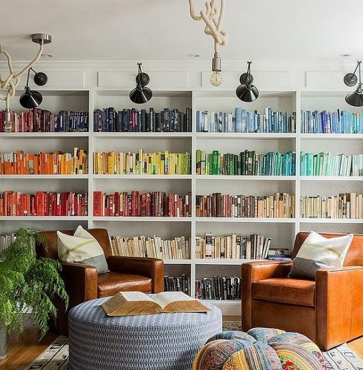 colour-sorted-bookshelf-1