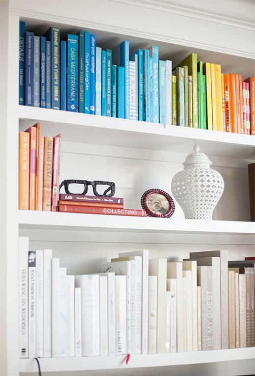 colour-sorted-bookshelf-10