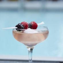 Нека лятото продължи! С тези 5 уникални коктейла с вино