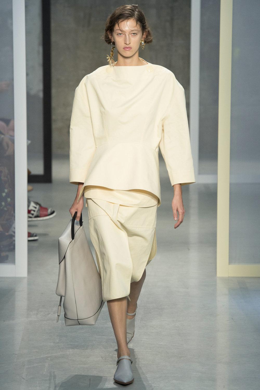 Минимализъм и ретро блясък в дефилетата на Седмица на модата в Милано