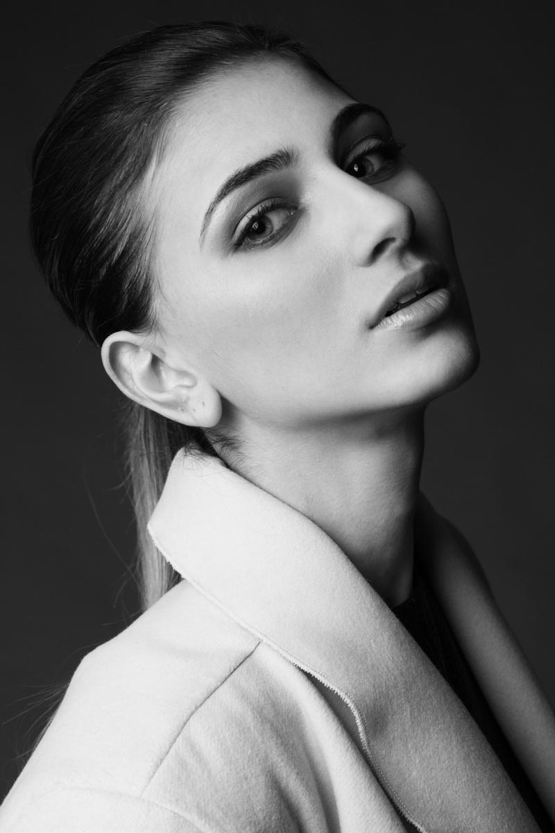 Български таланти зад граница: Нисък старт за Петя Дафова и световните модни дефилета