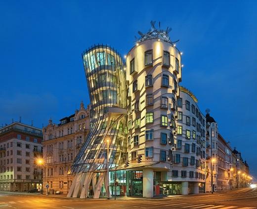 Танцуващата къща в Прага вече и луксозен хотел