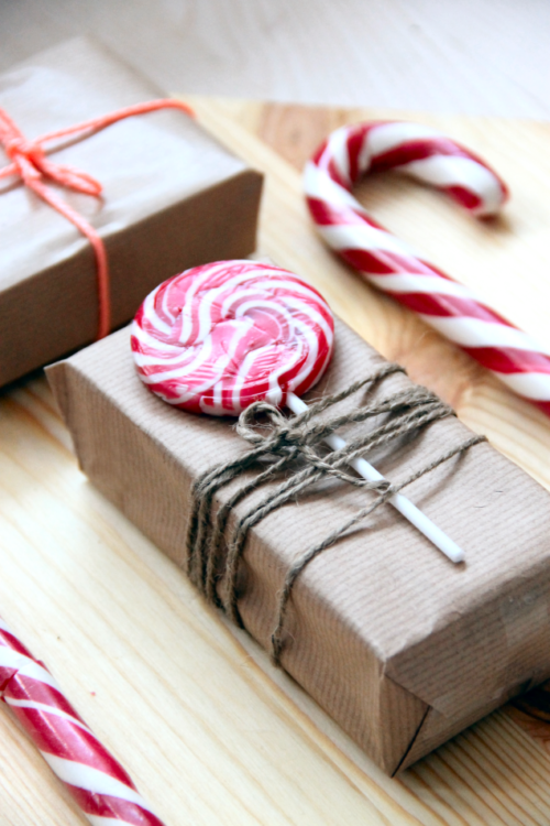 candies-plus-more-unusual-gift-topper-ideas