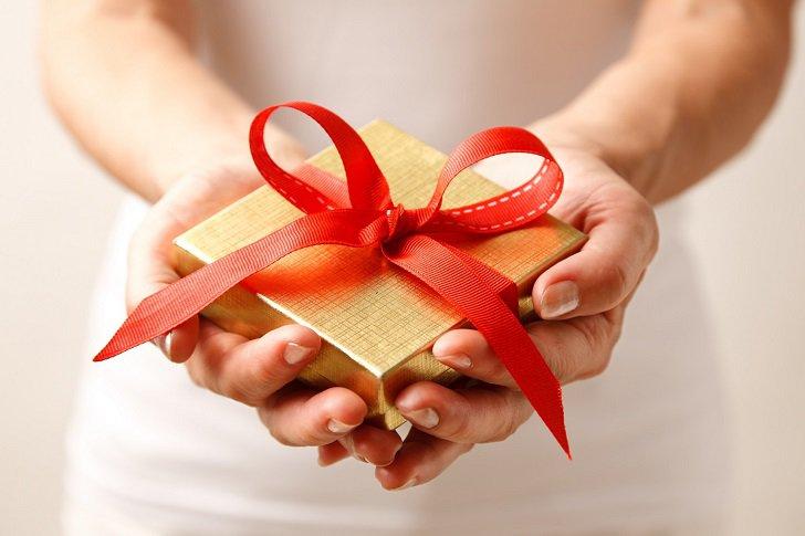 Подаръци, ура! Нашите коледни предложения за Нея