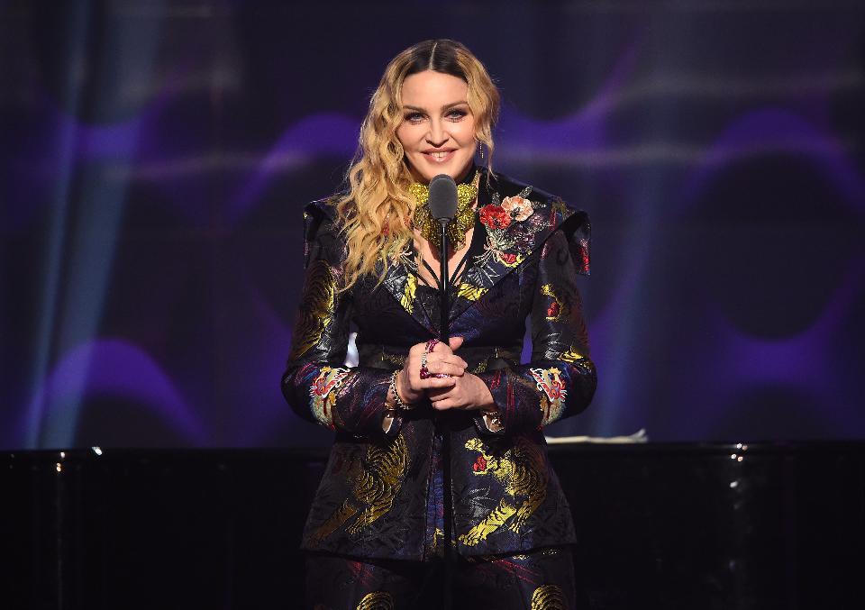 """Емоционалната реч на Мадона на наградите """"Билборд"""""""