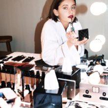 Айрис Лоу е новото лице на Burberry Beauty (видео)