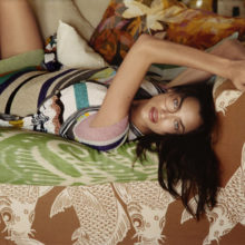 Ирина Шейк се облече в цветове за новата кампания на Missoni