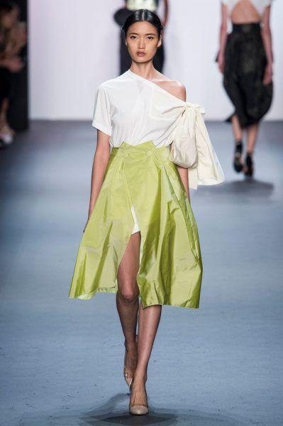 Как да носим: Блуза с голо рамо