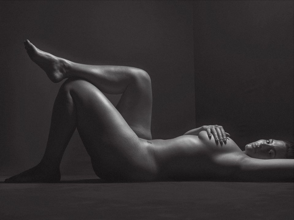Ашли Греъм без цензура и дрехи на страниците на V Magazine
