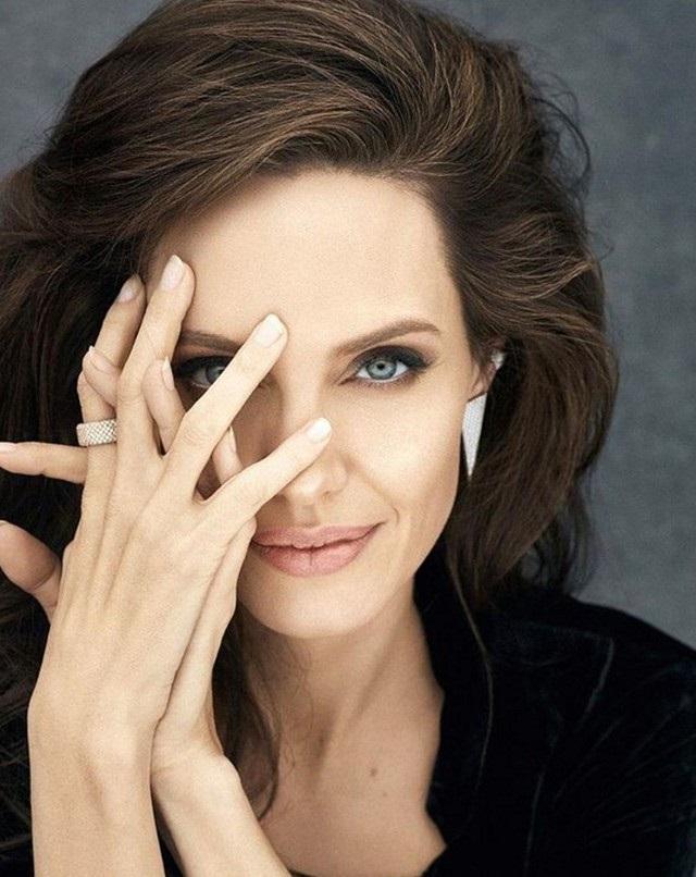 Анджелина Джоли след бурята на развода
