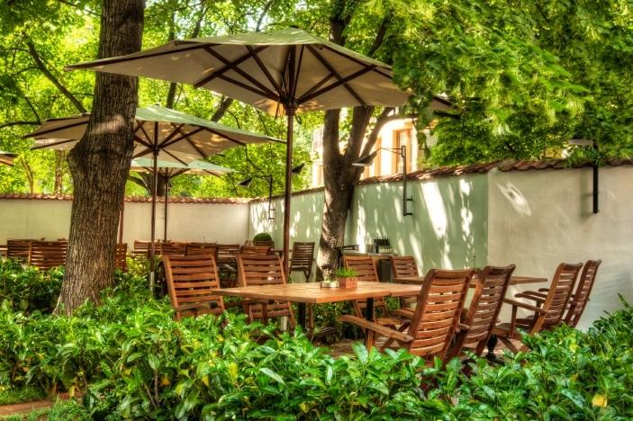 Топ 5 в петък: 5 заведения с уютни градини в столицата