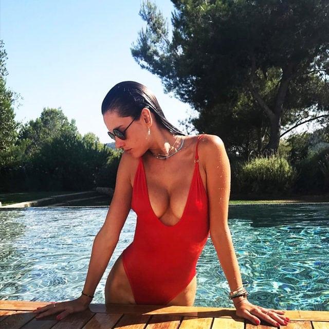 Червените бански на топ моделите