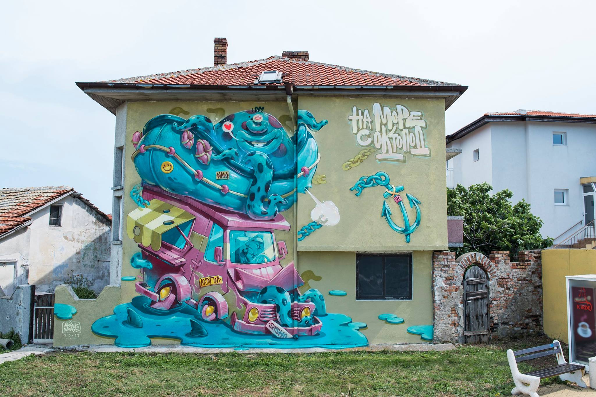 Ахтопол се превърна в графити галерия