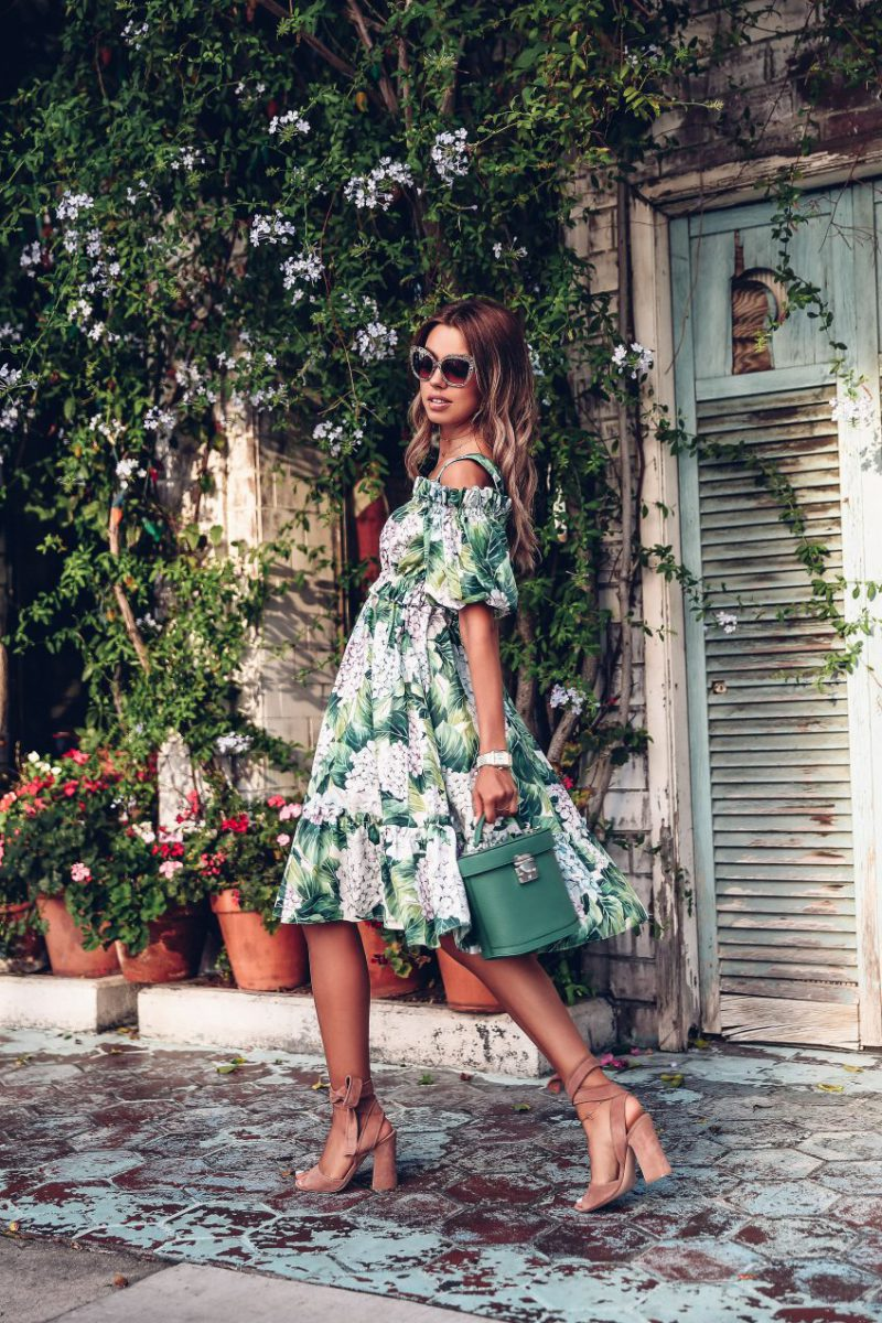 Защо всички полудяха по роклите Dolce & Gabbana?