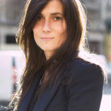 Емануел Алт – нежната сила на Vogue Paris