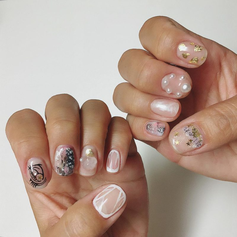 Перли и злато по ноктите