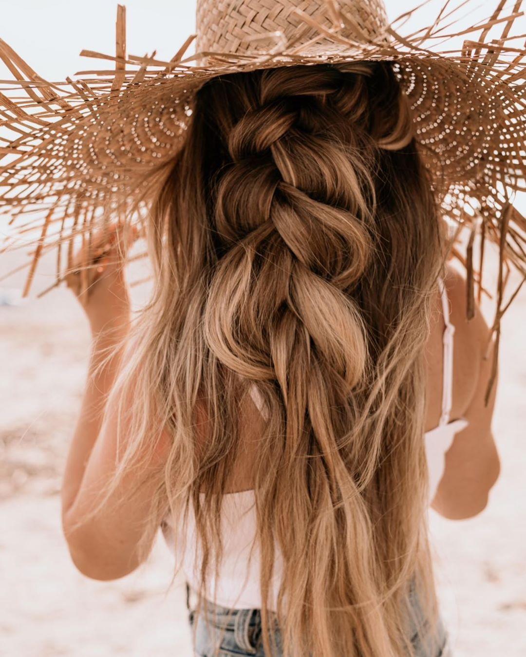 5 идеи за лесни плажни прически