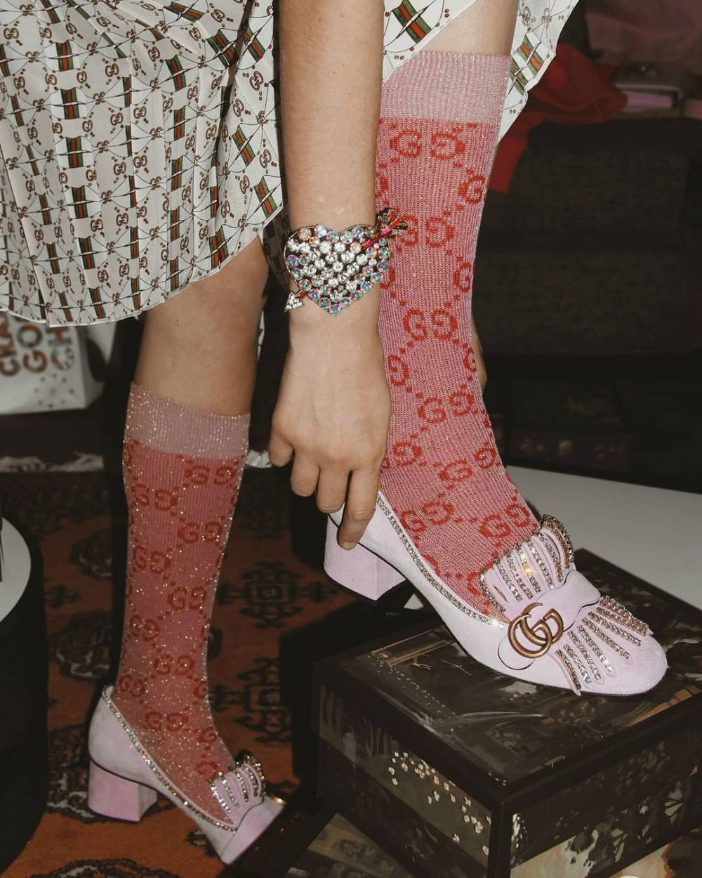 Мастър клас по чорапи и токчета