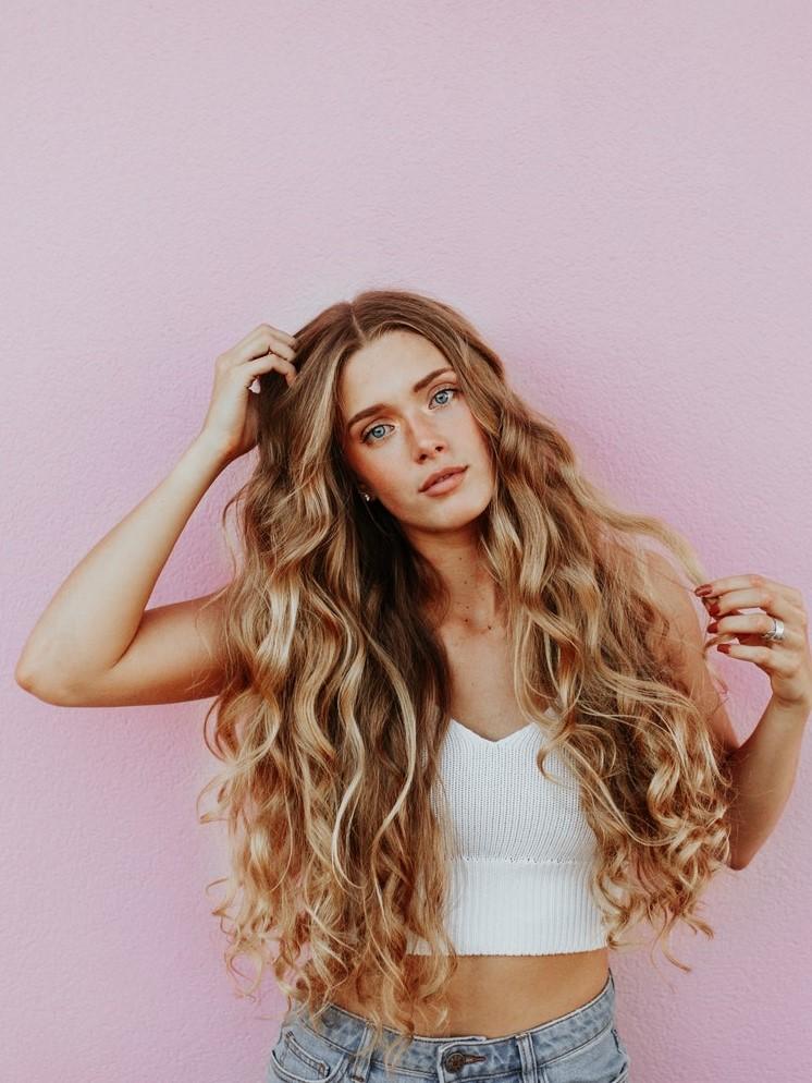 Малки трикове за плътна и обемна коса