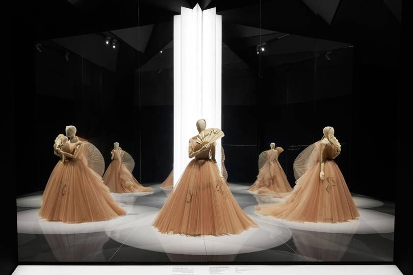 Приказка за Dior – дизайнерът на мечти