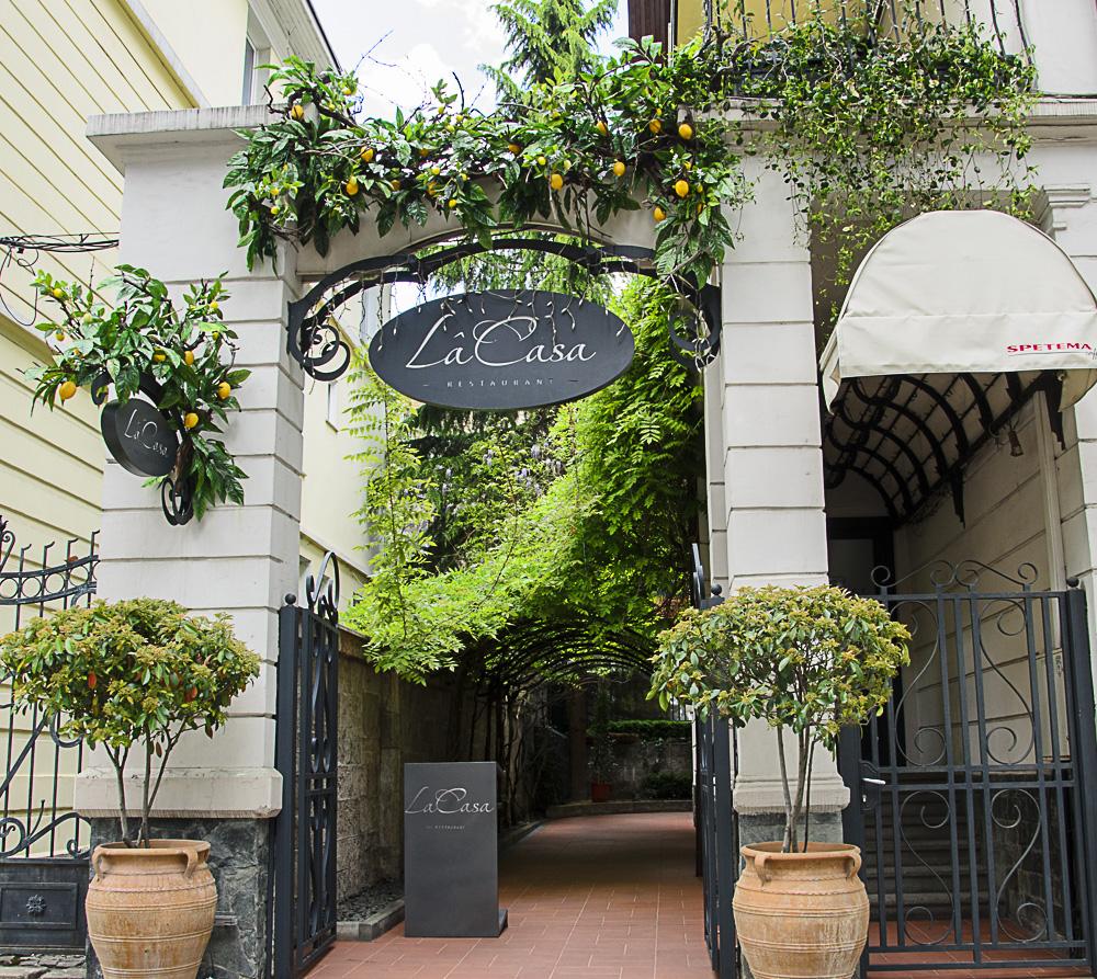 Градината на ресторант LaCasa или как да откраднем няколко спокойни часа за себе си