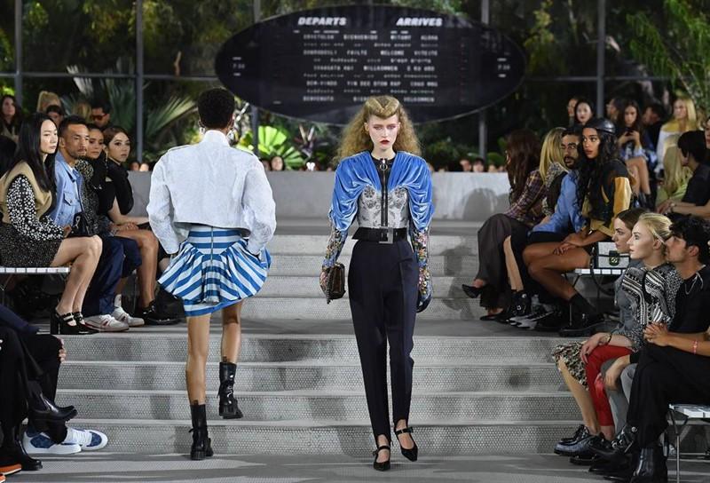 Louis Vuitton ни заведе в миналото, за да ни покаже бъдещето