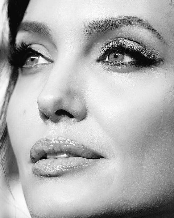 Анджелина Джоли – киното, драмата и семейството в 44 години