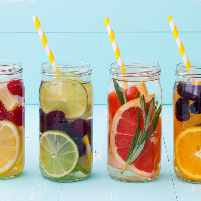 Вода с плодове или просто лято в чаша