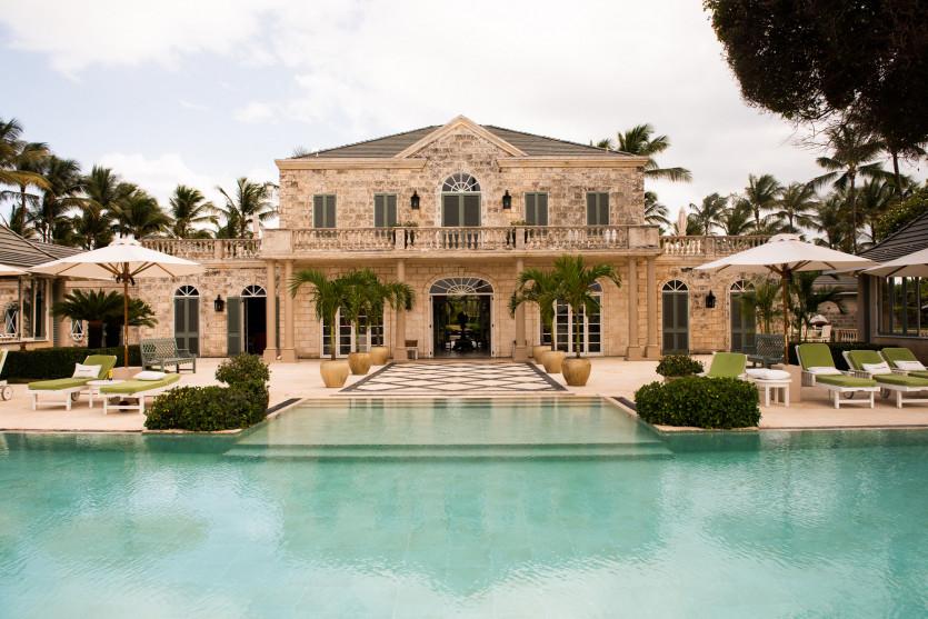 Любовта между модния дизайнер Томи Хилфигър и остров Мустик – Palm Beach Villa!