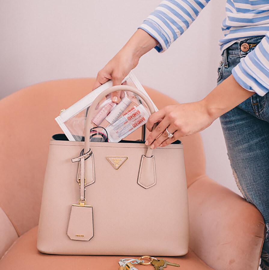 За дамските чанти с любов и… грижа