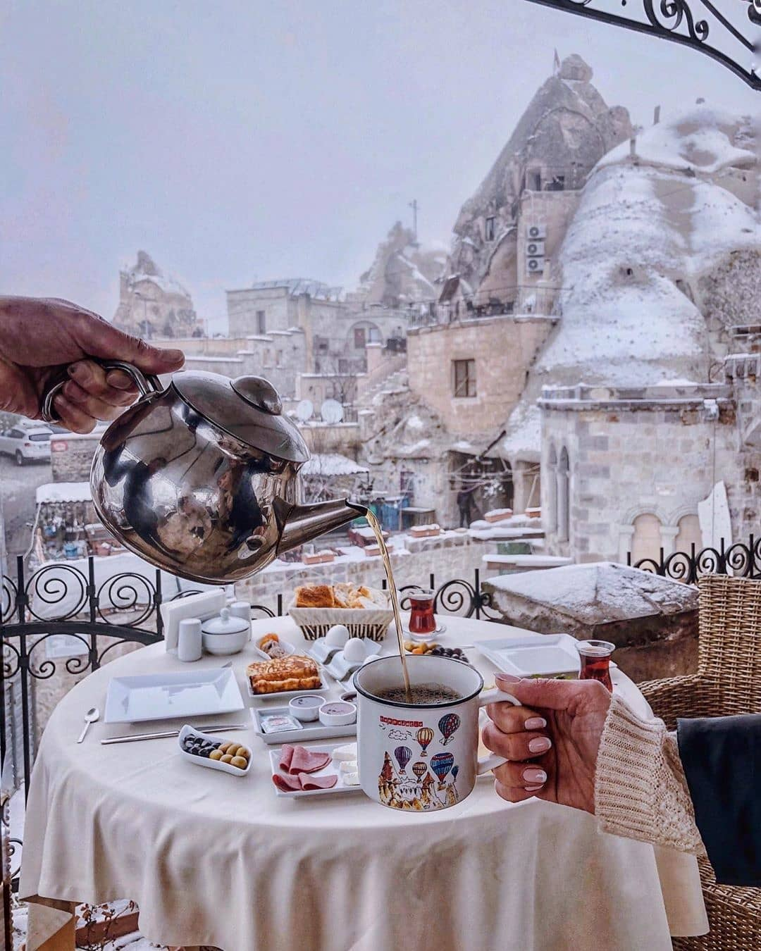 Winter Escape: турски чай или иглу