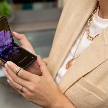 Samsung Galaxy Z Flip – стилната страна на технологиите