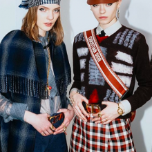 Dior есен/зима 2020: Между думите и модата