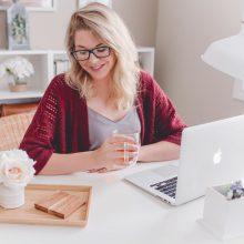 Едно работещо момиче споделя: 6 тайни, с които винаги да изглеждаме добре във видео среща