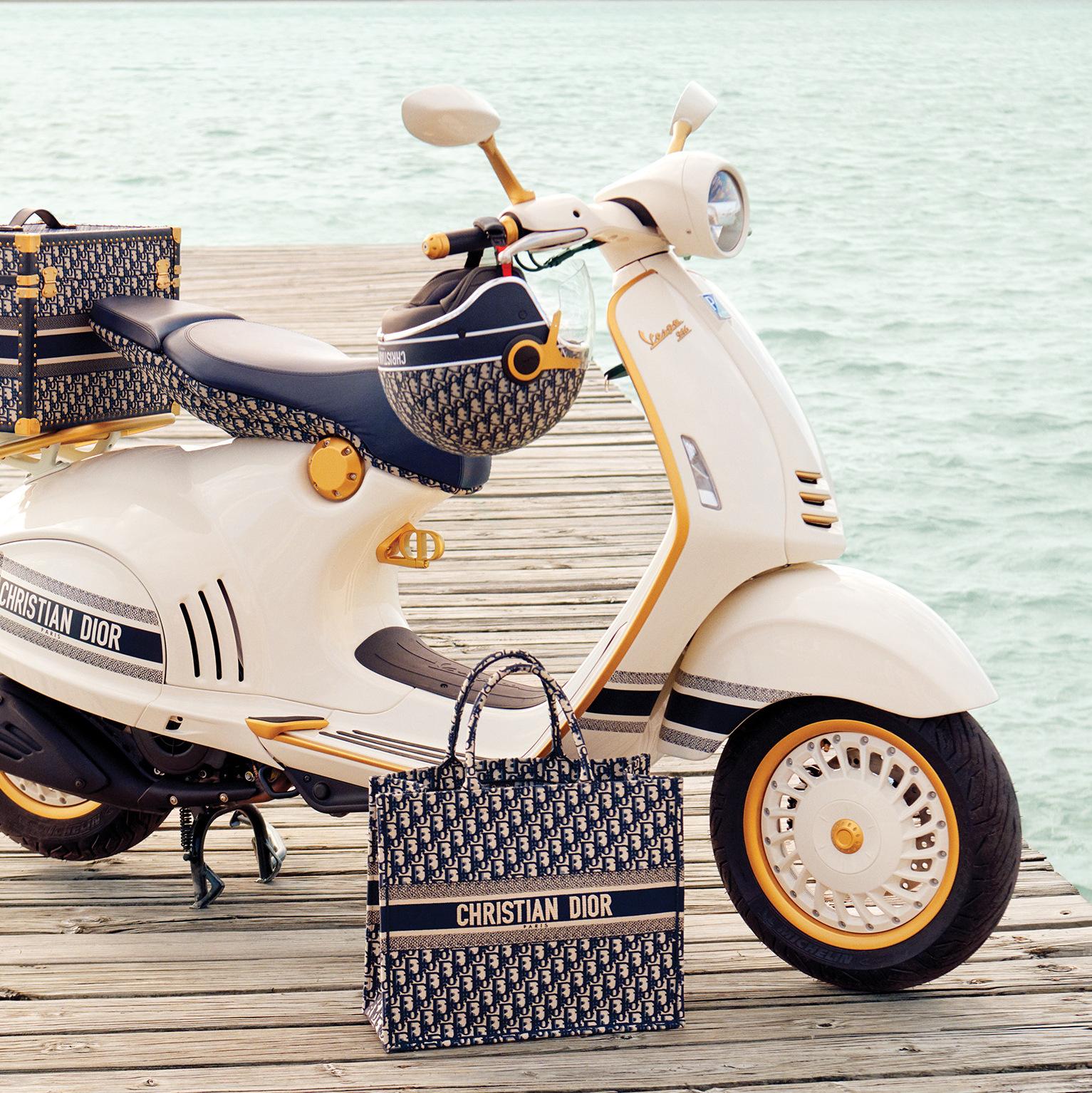 Снимка на деня: Vespa&Dior – очаквано добра комбинация