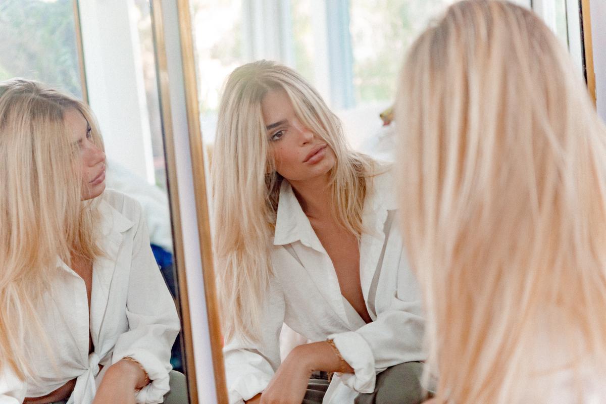 СНИМКА НА ДЕНЯ: Емили Ратайковски изненада с руса коса