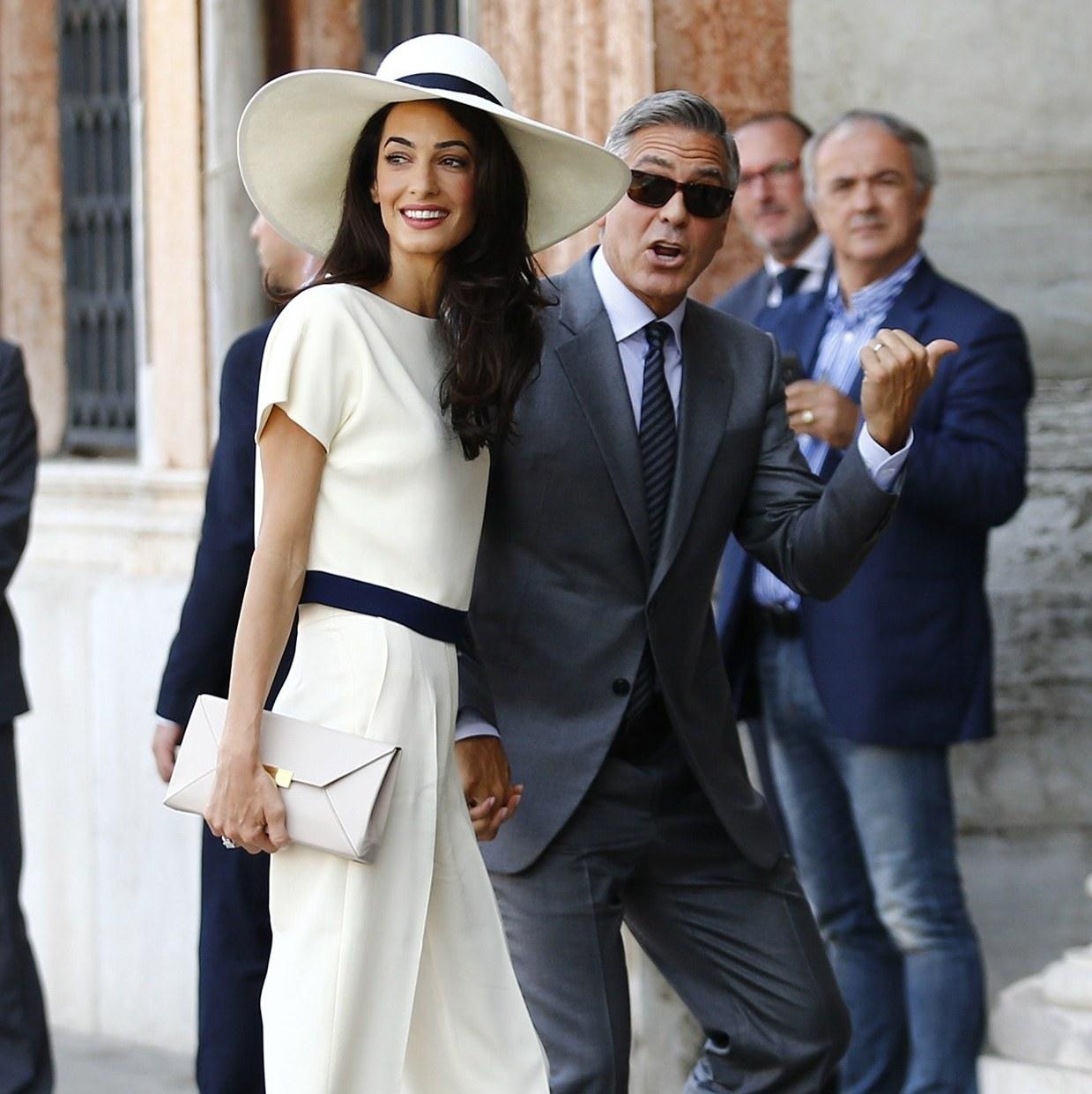 Вдъхновение за лятото: Из модните досиета на Амал Клуни