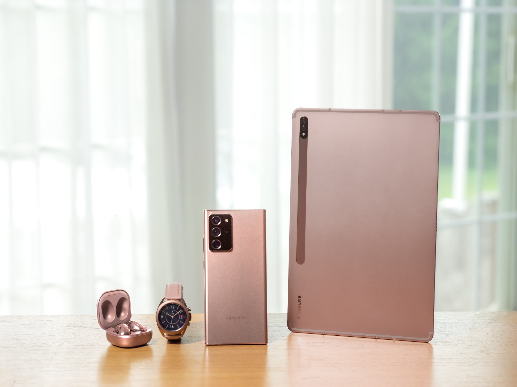 Samsung представи пет нови мощни устройства от екосистемата Galaxy
