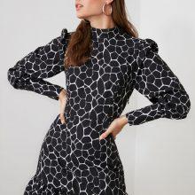 Къса разкроена рокля с абстрактна шарка от Trendyol
