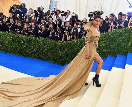 Под пагоните на модата – за мимикрията на милитъри стила
