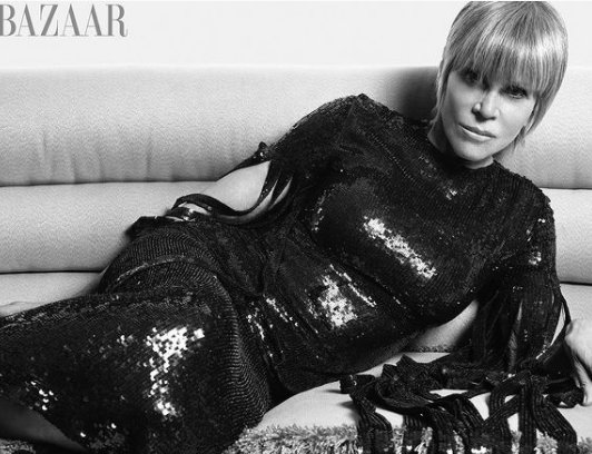Снимка на деня: Джейн Фонда и блясък в черно от Valentino