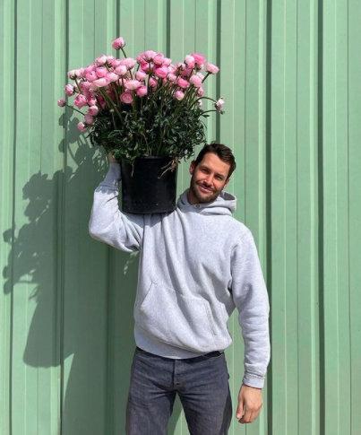 Jacquemus отваря pop-up магазин за цветя в Париж