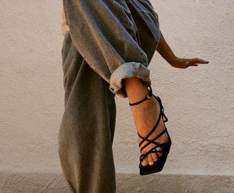 Отличниците по модна геометрия носят сандали с квадратната основа