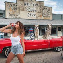 Снимка на деня: back in time за Синди Крауфорд и Pepsi